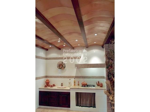 cocina rustica vigas hormigon imitacion madera